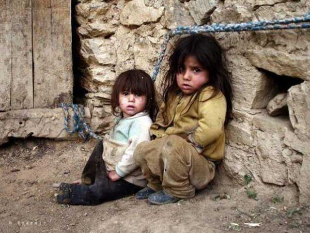 [تصویر:  poverty-in-iran-causes-people-to-turn-to-religion.jpg]
